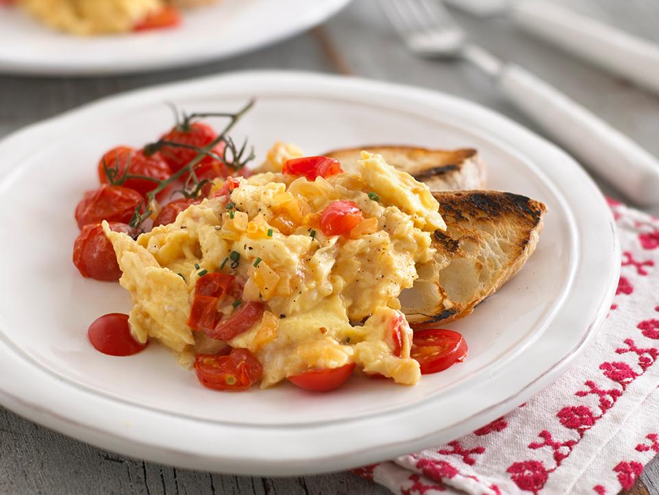 scrambled eggs with tomato  u0026 onion