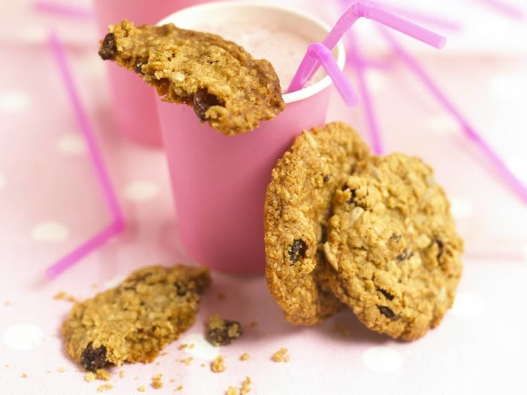 Oat and Raisin Cookies recipe by Annabel Karmel