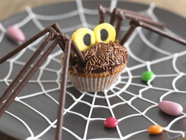 Halloween Spider Cupcakes recipe by Annabel Karmel